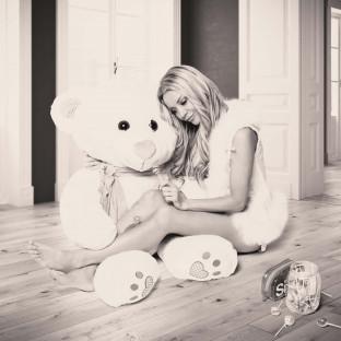 Frau mit Teddy