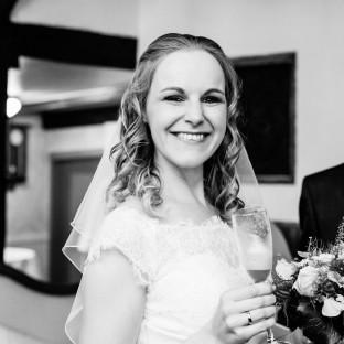 Glückliche Braut in Hamburg
