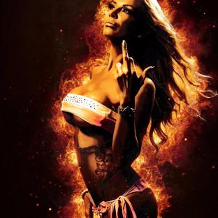 Aktfoto von Frau in Flammen
