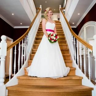 Braut im Küchenstudio