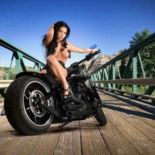 Harley Davidson Softail Breakout Custom Sexy Girl