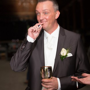 Rauchender Bräutigam