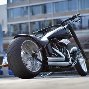 Fotoshooting Sandtorkai mit Harley-Davidson