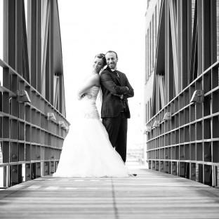 Hochzeitsfotoshooting in der Hafencity Hamburg mit Brautpaar