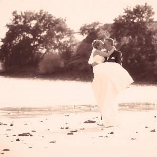 Brautpaar an der Elbe - Hochzeitsreportage