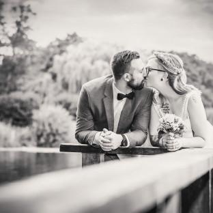 Schönes Brautpaar am Seehotel Töpferhaus - von Hochzeitsfotograf Chris Reiner