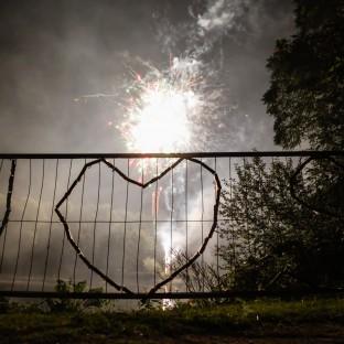 Brennendes Herz bei Feuerwerk