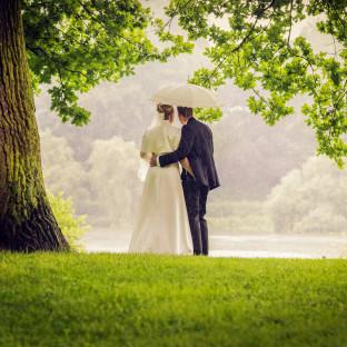 Hochzeitsfoto im Regen