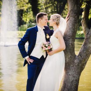 Brautpaar vor Wasserfontaine