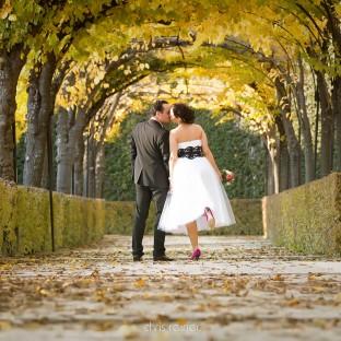 Hochzeitsfoto mit Traumpaar im Park