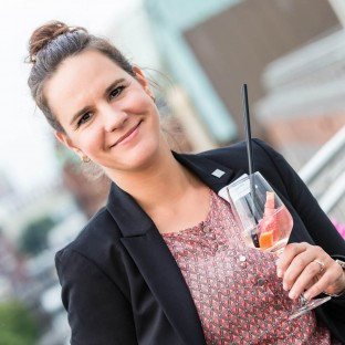 Frau bei Business-Event