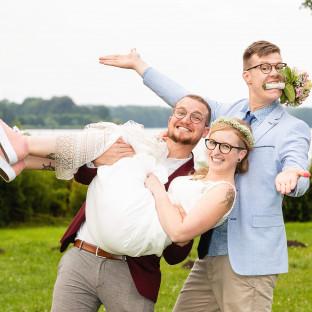 Homosexuelles Pärchen mit Braut