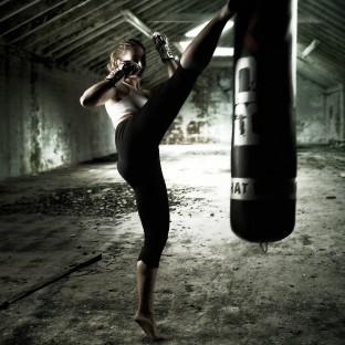 Tolles Kickboxfoto von schöner Frau, Fotograf: Chris Reiner