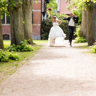 Freudiges Brautpaar