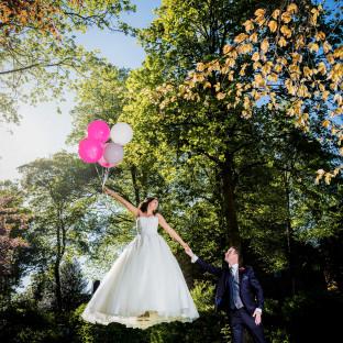 Levitationshooting mit Luftballons bei Hochzeit