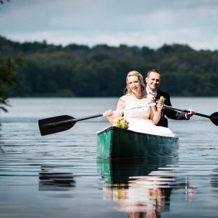 Hochzeitsfoto im Ruderboot/Paddelboot