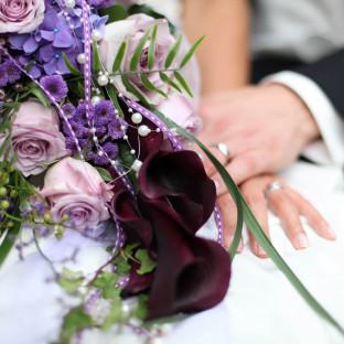 Hochzeitsfoto / Close-Up mit Brautstrauß
