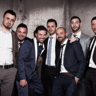 Männer auf türkischer Hochzeit