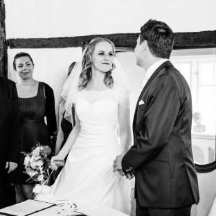 Hochzeitspaar im Standesamt
