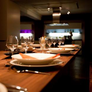 Imagefoto von Esstisch in Küchenstudio