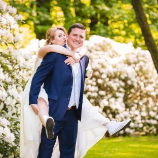 Brautpaar am Schloss Reinbek vor Feier im Waldhaus