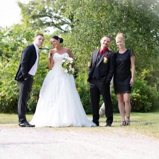 Hochzeitspaar mit Trauzeugen in Pinneberg