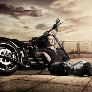 Biker mit Harley Davidson in Hamburg - Professionelles Foto