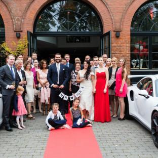 Hochzeitsgesellschaft mit Porsche 911 GT2 RS