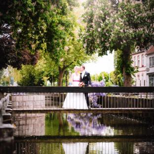 Brautpaar auf Brücke von Hochzeitsfotograf Chris Reiner