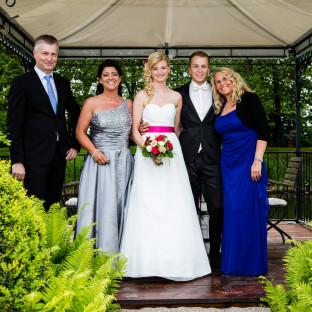 Familienfoto nach Hochzeit