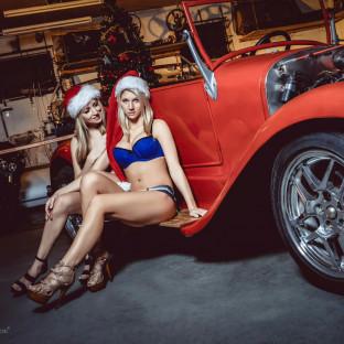 Weihnachtsfrauen auf Hot-Rod