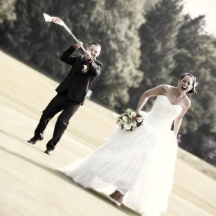 Braut wird von Bräutigam auf dem Golfplatz Tangstedt gejagdt