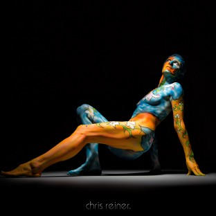 Low-Key-Foto Bodypainting im Fotostudio