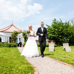 Brautvater führt Braut