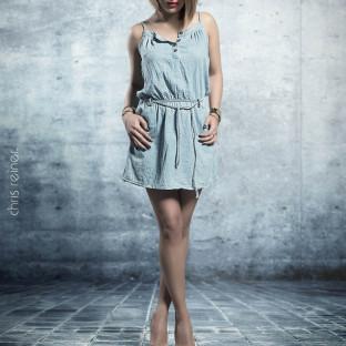 Professionelles Beautyportrait von Model im Nudelook