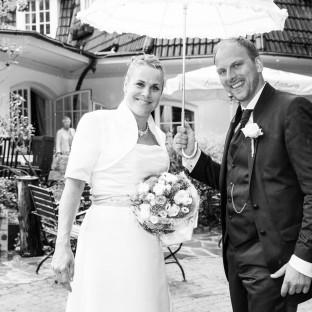 Brautpaar vor Waldhaus Reinbek