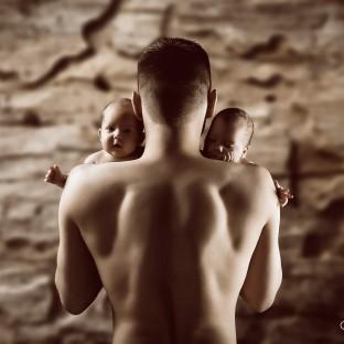 Mann mit Zwillingen, Babys