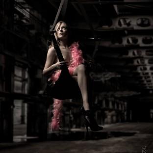 Fotostudio Hamburg / Chris Reiner - Aktfoto mit blonder Frau in Liebesschaukel