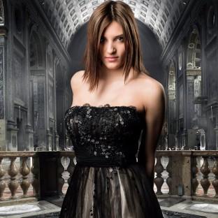 Frau in Kirche - Portrait