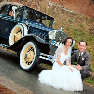Hochzeitsfoto mit Ford Typ A Oldtimer