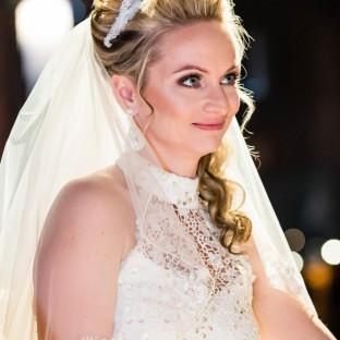 Schöne Braut im Winter