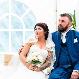Brautpaar im Pavillon