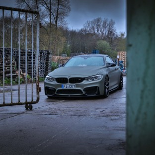 BMW M G-Power in Tarnfarben von Chris Reiner / Car Wrapping Folie: Avery Midnight Sand Matte Metallic mit Camo-Dots