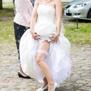 Braut mit Strumpfband