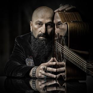 Rock-Musiker mit Gitarre Fotoshooting